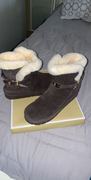 Michael Kors Winter ankle boots size 8 for Sale in Vernon, CA