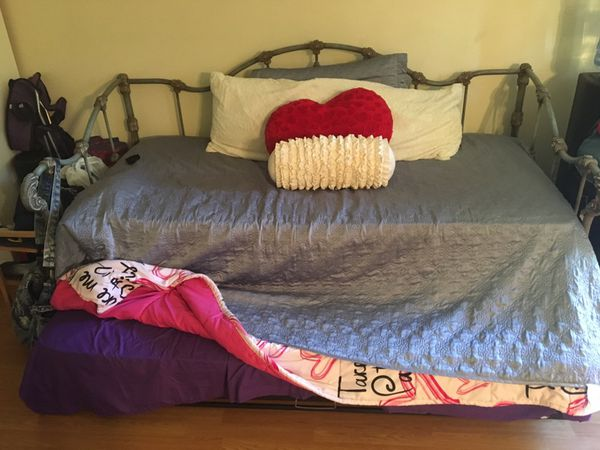 Trundle bed with one mattress