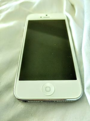 iPhone 5 excellent condition 16GB factory unlocked White for Sale in North Miami Beach, FL
