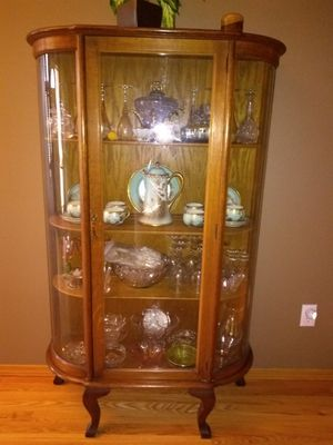 Antique China Closet. Excellent condition. Rounded glass . for Sale in Clackamas, OR