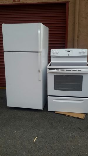 Combo top -Freezer Refrigerator and electric stove for Sale in Oakland, CA