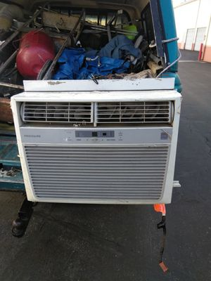 Frigidaire window air conditioner for Sale in Long Beach, CA