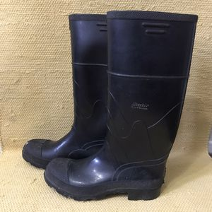 Rain Rubber Boots size 9 for Sale in Wasco, CA