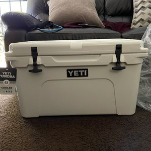 White Tundra 45 Hard Cooler for Sale in South El Monte, CA