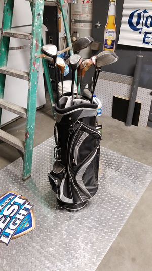 golf clubs and bag for Sale in Moreno Valley, CA