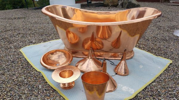 Copper tub, sink, towel tower,3 pc. Lamps and waste basket