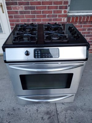 Frigidaire gas and 220 electric stainless steel stove good working conditions for Sale in Wheat Ridge, CO