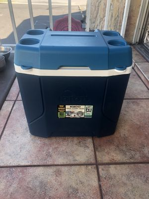 igloo cooler on wheels for Sale in St. Petersburg, FL