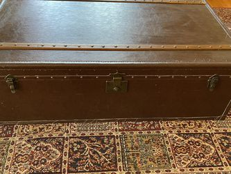 Huge Trunk Coffee Table Vintage Authentic for Sale in Los Angeles,  CA