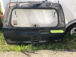 07 GMC YUKON rear hatch ( NO GLASS ) for Sale in Clermont, FL
