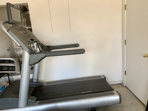 Commercial Grade Life Fitness Treadmill w Incline for Sale in Kingsburg, CA