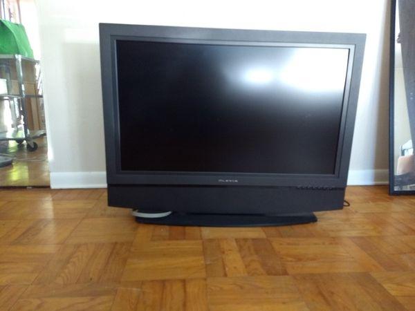 "Olivia flat screen LCD TV 37"""