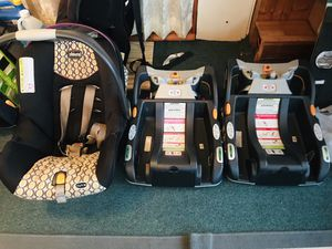 Baby car seat and 2 bases for Sale in Eddington, PA