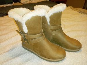 New women's fur lined boots sz 7.5 for Sale in Columbus, OH
