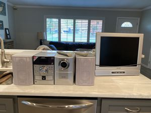 Sharp Stereo with 5 Disc CD & 20 inch TV for Sale in Northfield, OH