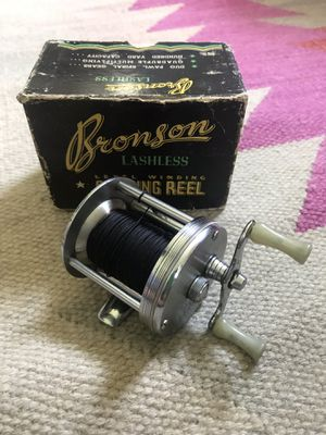 Vintage Bronson Lashless Model 1700-A~Fishing Reel for Sale in Granville, OH