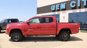 2017 Toyota Tacoma SR5 for Sale in Quincy, IL