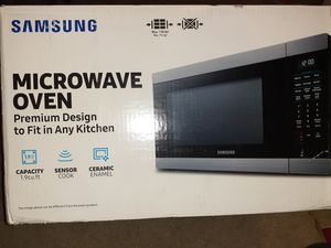 Black stainless steel 1000 watt microwave for Sale in Atlanta, GA