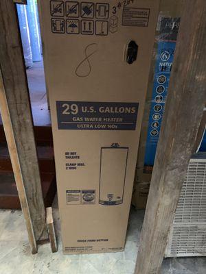 Water heater 29 galones 6 años de garantía for Sale in Vernon, CA