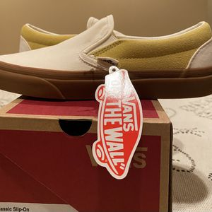 Vans Slip on Creme Color And Yellow for Sale in Pomona, CA