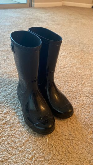 UGG rain boots size 6.5 for Sale in Alexandria, VA
