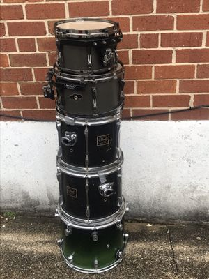 Drum set of 5 drums(Used) for Sale in Milford Mill, MD