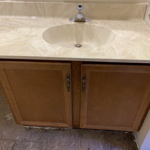 Counter Top And Cabinet for Sale in Rolling Meadows, IL