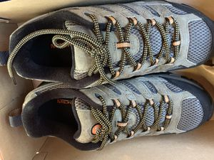 Never worn MERRELL hiking boots for Sale in Arlington, TX