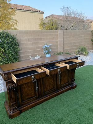 BEAUTIFUL HEAVY TV STAND-DRESSER BUFFET ( FREE DELIVERY 🚚 FIRM PRICE $300 ) GREAT CONDITION for Sale in Las Vegas, NV