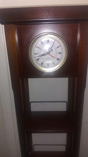 Mint condition antique clock book shelf for Sale in Obetz, OH