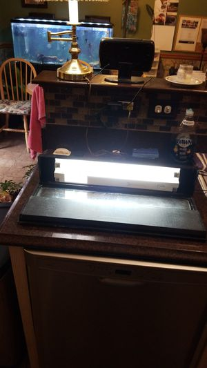 20gal. Top and light for Sale in Manassas, VA