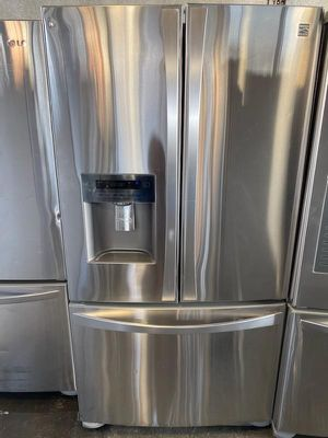 KENMORE ELITE FRENCH DOORS STAINLESS STEEL REFRIGERATOR WITH ICE MAKER AND WATER DISPENSER for Sale in Los Angeles, CA