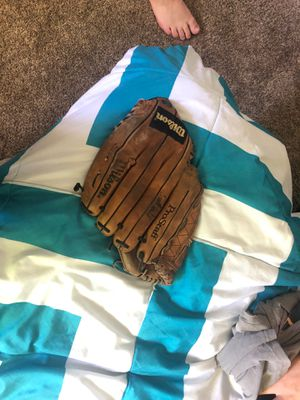 Signed baseball glove for Sale in Fresno, CA