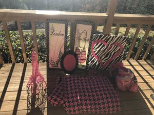 Little girls pink and black room decor for Sale in Ellijay, GA