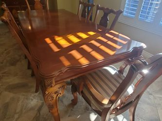 Dining Table And China Cabinet for Sale in Las Vegas,  NV