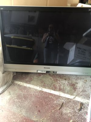 Panasonic 55 inch tv very heavy for Sale in Puyallup, WA