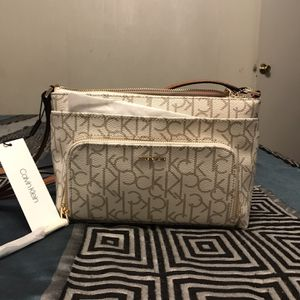 Crossbody Bag Calvin Klein for Sale in Phoenix, AZ
