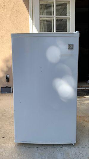 Daewoo Mini-fridge (model FR-147RV) for Sale in Tustin, CA
