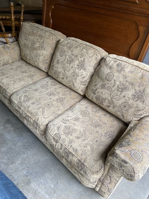 Harden furniture sofa couch for Sale in Renton, WA