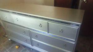 7 draw dresser. Like New for Sale in Grenada, MS