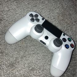 White PS4 Controller 50$ for Sale in Detroit,  MI