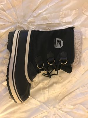 Size 2 kids sorel waterproof snow boots! for Sale in Los Angeles, CA