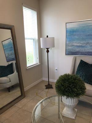 Beautiful floor lamp excellent condition for Sale in Winter Garden, FL