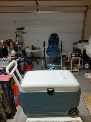 60qt igloo cooler with wheels for Sale in Las Vegas, NV