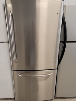 Ge 30in. Stainless Steel Bottom Freezer Refrigerator Used Good Condition With 90day's Warranty for Sale in Mount Rainier,  MD