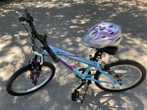 Youth Girls Mountain Bike comes with Helmet. for Sale in Whiteriver, AZ