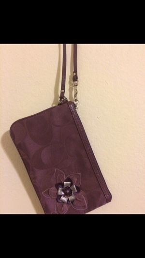 Coach large wristlet for Sale in Los Angeles, CA