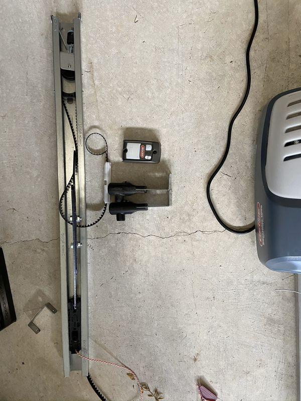 Genie SilentMax 1000 3/4 HPc Ultra-Quiet Belt drive Garage door opener