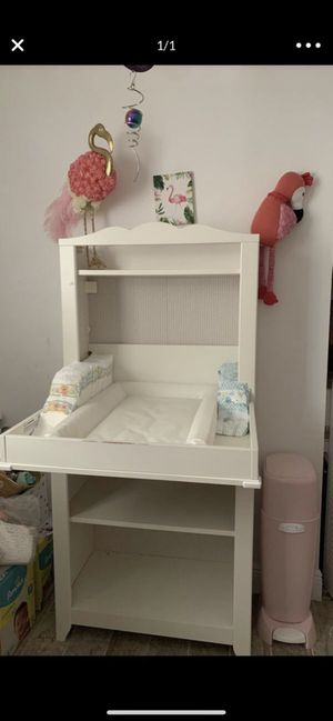 Free Changing Table for Sale in Biscayne Park, FL