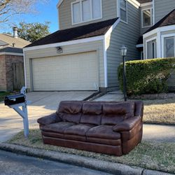 FREE COUCH!!! for Sale in Houston,  TX